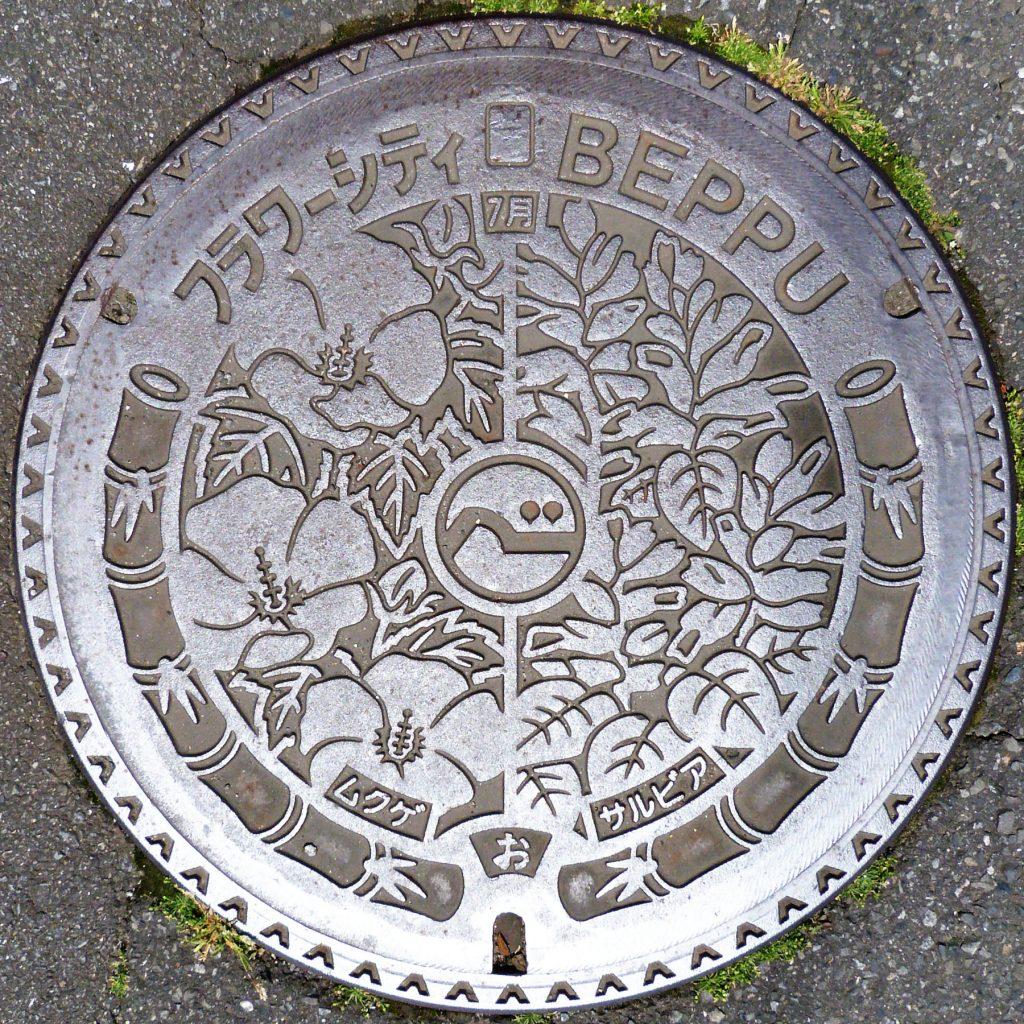 Plaque de Beppu les fleurs de juillet