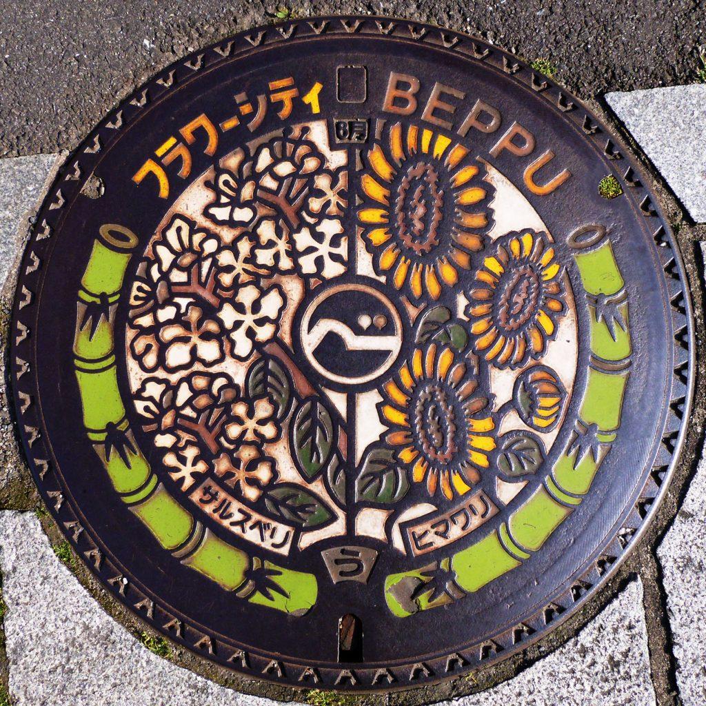 Plaque de Beppu les fleurs d'août