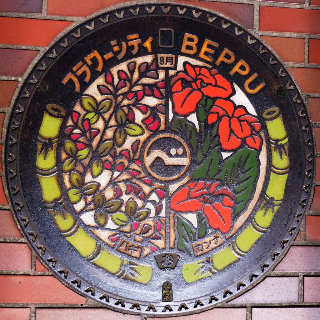 Plaque de Beppu les fleurs de septembre