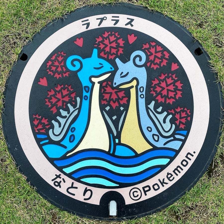 PokéPlak de Natori figurant deux Lokhlass dont un chromatique