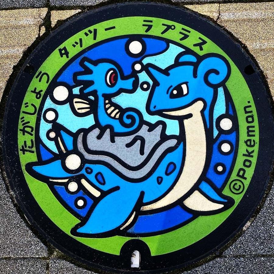 PokéPlak de Tagajô figurant Hypotrempe sur le dos de Lokhlass sous l'eau